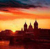 Tramonto di Londra a Tamigi con la st Paul Pauls Fotografia Stock Libera da Diritti