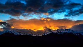 Tramonto di Meri Snow Mountain immagini stock