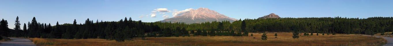 Tramonto di Mt Shasta   immagini stock libere da diritti