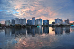 Tramonto di Orlando sopra il lago Eola Fotografie Stock