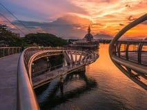 Tramonto di osservazione dal ponte dorato immagini stock libere da diritti