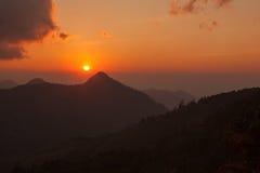 Tramonto di paesaggio della montagna a Nan, Tailandia Fotografie Stock