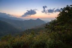 Tramonto di paesaggio della montagna a Nan, Tailandia Fotografie Stock Libere da Diritti