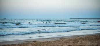 Tramonto di panorama sulla spiaggia Fotografia Stock