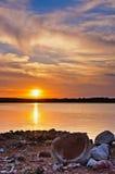 Tramonto di Peacful sul lago Fotografie Stock