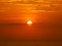 Tramonto di rosso dell'Oceano Indiano Fotografie Stock