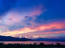 Tramonto di sera nel lago Fotografia Stock