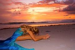 tramonto di stirata della spiaggia Immagini Stock