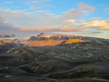 Tramonto di stordimento con e ghiacciaio di Myrdalsjokull, caldera di Katla, Botnar-Ermstur, traccia di Laugavegur, Islanda del s fotografia stock
