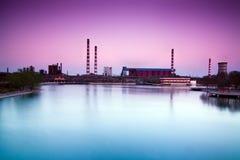 Tramonto di un'officina siderurgica abbandonata in Cina Fotografia Stock Libera da Diritti