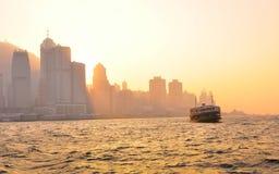 Tramonto di Victoria Harbour dell'incrocio di traghetto Immagini Stock Libere da Diritti