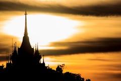 Tramonto dietro la pagoda Immagine Stock Libera da Diritti