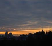 Tramonto domani a Kiev, Ucraina Capitali Tramonto con il tramonto arancio Fotografia Stock