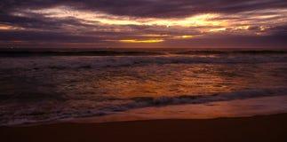 Tramonto dorato della spiaggia Fotografia Stock Libera da Diritti