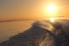 Tramonto dorato e ponte 5 di Manica Fotografie Stock