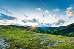 Tramonto drammatico e pittoresco nelle alpi dell'Austria Immagini Stock