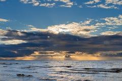 Tramonto drammatico sul Mar Baltico Fotografia Stock Libera da Diritti