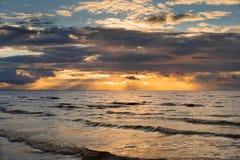 Tramonto drammatico sul Mar Baltico Fotografie Stock