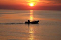 Tramonto e barca Fotografia Stock
