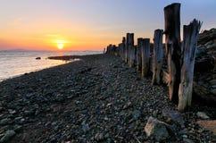Tramonto e colonne di legno Immagini Stock Libere da Diritti