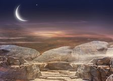 Tramonto e luna Tramonto d'ardore Ramadan Kareem Cielo di tramonto Fotografia Stock