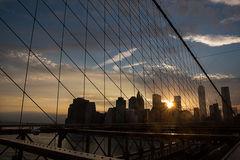 Tramonto e Manhattan del ponte di Brooklyn Immagine Stock