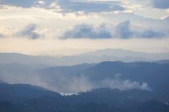 Tramonto e montagne a Guatape in Antioquia, Colombia Fotografie Stock Libere da Diritti