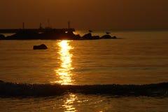 Tramonto e siluette dell'oceano Fotografia Stock Libera da Diritti