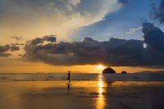 Tramonto e spiaggia Fotografia Stock