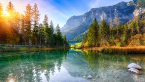 Tramonto fantastico di autunno del lago Hintersee immagine stock