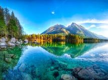 Tramonto fantastico di autunno del lago Hintersee fotografie stock