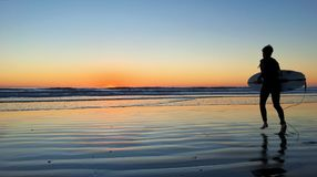 Tramonto impressionante del surfista Fotografie Stock
