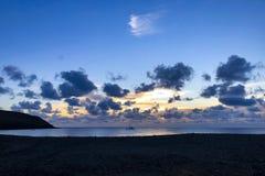 Tramonto lungo il litorale fotografie stock