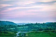 Tramonto maestoso nel paesaggio Ucraina delle montagne Immagine Stock Libera da Diritti