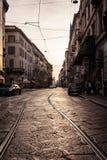 Tramonto Milan Italy Winter 2016 delle ferrovie del tram di prospettiva caldo Fotografia Stock