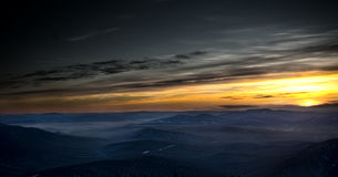Tramonto in montagna Shoria fotografia stock libera da diritti