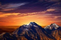 Tramonto in montagne Immagini Stock