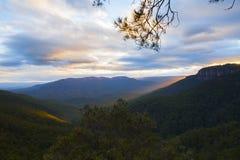 Tramonto in montagne blu Immagine Stock Libera da Diritti