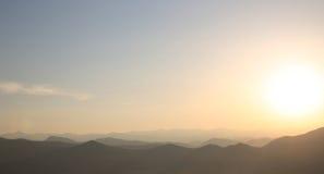 Tramonto montagne della cresta Orizzonte Alpi di Dinaric Pendenza del cielo Lo Immagine Stock Libera da Diritti