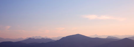 Tramonto montagne della cresta Orizzonte Alpi di Dinaric Pendenza del cielo Lo Fotografie Stock