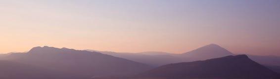 Tramonto montagne della cresta Orizzonte Alpi di Dinaric Pendenza del cielo Na Fotografie Stock