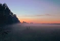 Tramonto nebbioso fotografia stock