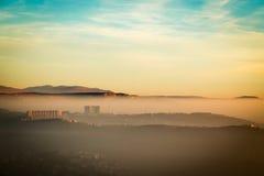 Tramonto nebbioso nella baia di Trieste Immagini Stock