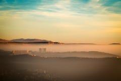 Tramonto nebbioso nella baia di Trieste Immagine Stock