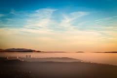 Tramonto nebbioso nella baia di Trieste Fotografia Stock