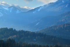 Tramonto nebbioso nelle alpi di autunno Fotografie Stock
