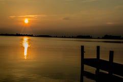 Tramonto nel lago Immagini Stock Libere da Diritti