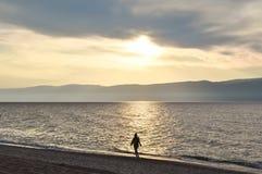 Tramonto nel lago Baikal Immagini Stock Libere da Diritti