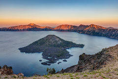 Tramonto nel lago crater Fotografie Stock Libere da Diritti