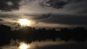 Tramonto nel lago del situgede archivi video